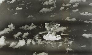 25. 7. 1946: Die Bombe wurde im Meer gezündet. Schiffe, die nicht sanken, wurden kontaminiert. / Bild: REUTERS
