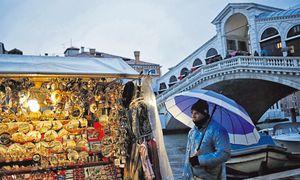 Venedig lebt schon lang sehr gut damit, eine sterbende Stadt zu sein. In Italiens Politik und Wirtschaft aber funktioniert das Weiterwursteln nicht mehr. / Bild: AFP