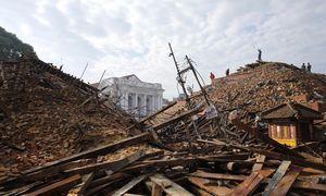 Bei dem Erdbeben in Nepal wurden auch alte Tempelanlagen zerstört. / Bild: (c) APA/EPA/KISHOR RANA / HANDOUT