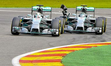 Lewis Hamilton gegen Nico Rosberg / Bild: APA/EPA/SRDJAN SUKI