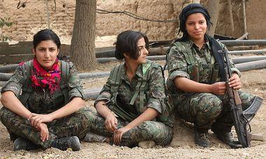 Kurdische Kämpferinnen / Bild: Wieland Schneider