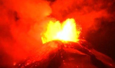 Vulkan Villarrica spuckt Feuer / Bild: (c) Reuters (TVN, MAR 03)
