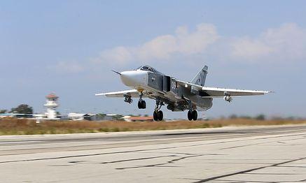 Ein russischer Sukhoi SU-24 Bomber beim Start vom Luftwaffenstützpunkt in Latakia. / Bild: AFP