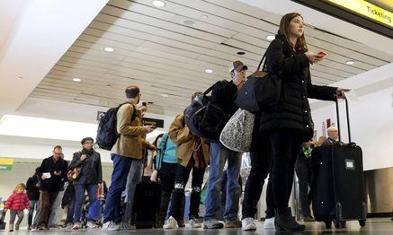 TDie Warteschlangen bei der Einreise in die USA werden demnächst wohl länger.   / Bild: (c) REUTERS (BRENDAN MCDERMID)