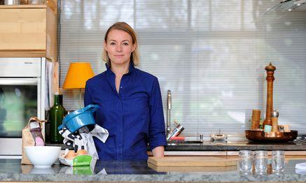 Alexandra Palla in ihrer privaten Küche in Währing, in der auch Blog und Kochbuch entstanden sind. / Bild: (c) Clemens Fabry