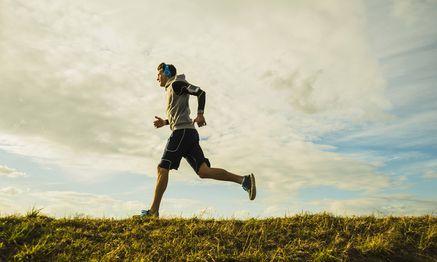 Germany Mannheim young man jogging model released Symbolfoto PUBLICATIONxINxGERxSUIxAUTxHUNxONLY U / Bild: (c) imago/Westend61 (imago stock&people)