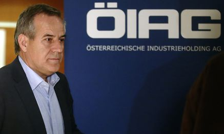 Siegfried Wolf, chairman of Austrian state holding OIAG, leaves a news conference in Vienna / Bild: (c) REUTERS (HEINZ-PETER BADER)