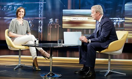 Reinhold Mitterlehner zu Gast bei den ORF-Sommergesprächen mit Susanne Schnabl. / Bild: APA/GEORG HOCHMUTH