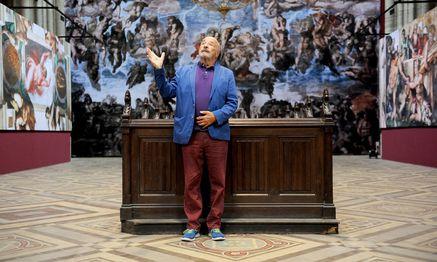 Veranstalter Michael Erb in der Votivkirche: 34 Reproduktionen zeigen Michelangelo aus der Nähe. / Bild: (c) Die Presse (Clemens Fabry)