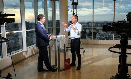 Matthias Strolz und Hans Bürger beim ''Sommergespräch'' im Ringturm / Bild: (c) ORF (Milenko Badzic)