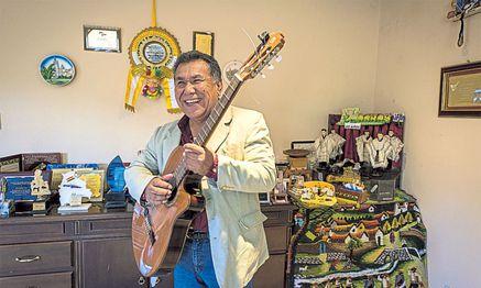 """""""Die Melodie ist eigentlich traurig"""", beschreibt der Bolivianer Gonzalo Hermosa das Original. / Bild: (c) Javier Sauras"""