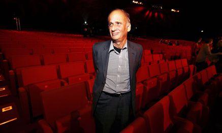 Er war ein nimmermüder Springer zwischen Theatern, Stücken, Autoren – und seinen beiden Sprachen: Luc Bondy (1948–2015).  / Bild: Michael Appelt / Verlagsgruppe News / picturedesk.com