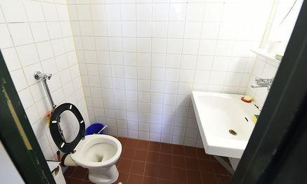 In einer (baugleichen) Toilette der Justizanstalt Wien-Josefstadt wurde Alijew tot gefunden / Bild: APA/HELMUT FOHRINGER