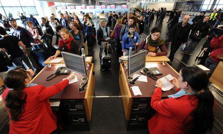 Fluglinien dürfen sich nicht vorbehalten, die Flugzeiten unbeschränkt zu ändern. / Bild: (c) Die Presse (Clemens Fabry)