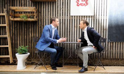 """Johann Gudenus (links) und Gernot Blümel. Zwei, die sich gut verstehen – und auch beim """"Presse""""-Interview nicht so recht miteinander streiten wollten. / Bild: (c) Die Presse (Clemens Fabry)"""