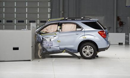 A 2014 Chevrolet Equinox is pictured during a crash test study conducted by the Insurance Institute for Highway Safety / Bild: REUTERS