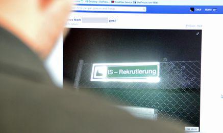 Bilder der manipulierten Schilder kursierten am Dienstag auf Facebook / Bild: (c) Presse Digital
