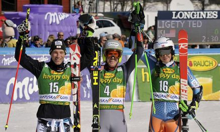 Winners celebrate in the finish area after the Alpine Skiing World Cup men's giant slalom ski race in Kranjska Gora / Bild: REUTERS