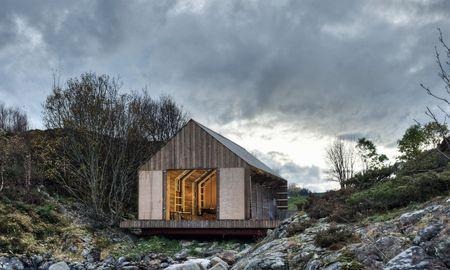 """Eine von vielen bemerkenswerten """"Cabins"""" (Buch im Taschen-Verlag): Bootshaus der norwegischen Tyin Architekten. / Bild: (c) PASI AALTO/TASCHEN"""