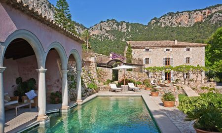 Diese Steinfinca auf Mallorca stammt aus dem 16. Jahrhundert. / Bild: Engel und Völkers