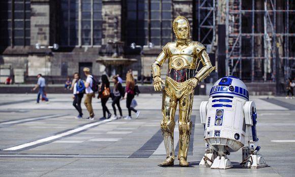 Photocall mit den Star Wars Figuren C 3PO und R2 D2 von Madame Tussauds im Rahmen der Deutschland To
