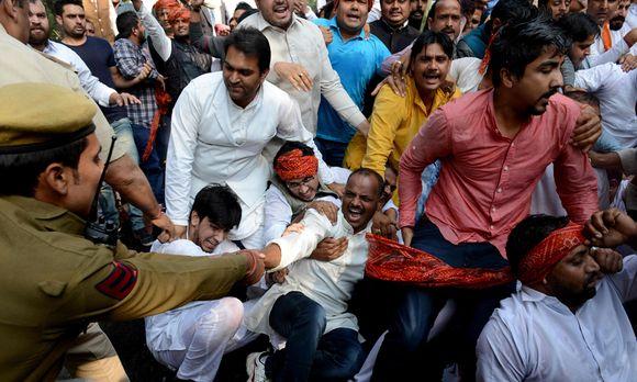 Frauen werden in Indien immer wieder Opfer von Sexualverbrechen. Bild ...