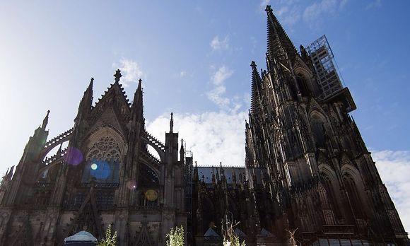 Rechtsextreme randalieren bei Pegida Demonstration in Köln ...