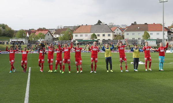 Die Wiener Austria feiert ihren Sieg in Mattersburg. / Bild: GEPA pictures