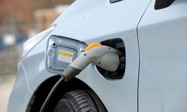 Bald mehr Anschluss erhoffensich die deutschen Autobauer bei Elektroautos. / Bild: (c) Die Presse/Clemens Fabry