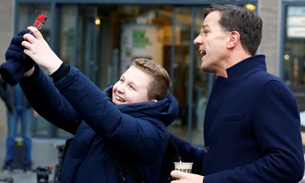Charmant, populär, bürgernah: Mark Rutte, der rechtsliberale Regierungschef in Den Haag, hat trotz wahrscheinlicher Einbußen gute Chancen auf eine Wiederwahl. / Bild: (c) REUTERS (MICHAEL KOOREN)