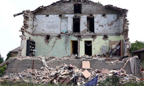 Die Häuser vieler Menschen sind unbewohnbar geworden. / Bild: (c) EPA (ELISABETTA BARACCHI)