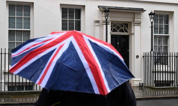 Großbritanniens Schatzkanzler Philip Hammond erwartet, dass der geplante EU-Austritt sein Land rund 122 Milliarden Pfund (139,83 Milliarden Euro) kosten dürfte. / Bild: APA/AFP/JUSTIN TALLIS