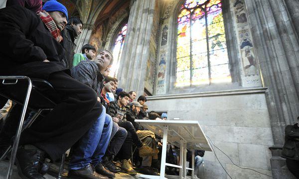 Die Pressekonferenz der Asylwerber Freitagmittag in der Votivkirche. / Bild: (c) APA/HERBERT PFARRHOFER (HERBERT PFARRHOFER)