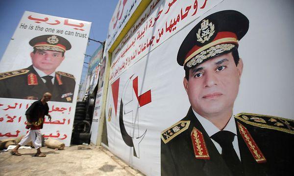 Plakate mit dem Bild des Armeechefs Fattah al-Sisi  / Bild: REUTERS
