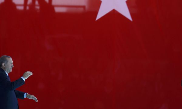 Recep Tayyip Erdoğan nimmt bei seinen Rundumschlägen nun auch Angela Merkel persönlich ins Visier.  / Bild: (c) REUTERS (OSMAN ORSAL)