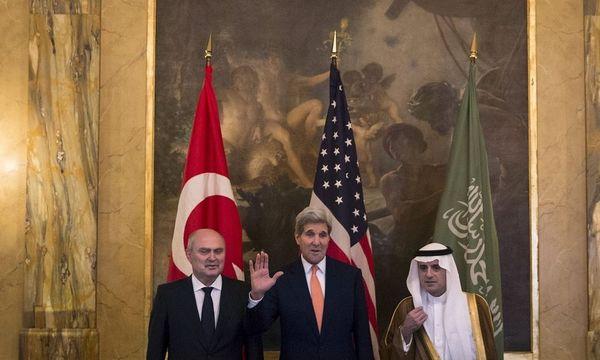 Die Außenminister Sinirlioglu (Türkei), Kerry (USA) und al-Jubeir (Saudi-Arabien)  / Bild: REUTERS