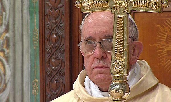 """Erste """"Amtshandlung"""": Papst Franziskus zelebriert eine Messe mit den Kardinälen in der Sixtinischen Kapelle. / Bild: Reuters"""