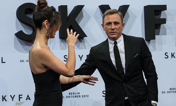 Bérénice Marlohe und Daniel Craig bei der Berlin-Premiere von ''Skyfall'' / Bild: (c) Dapd (Maja Hitij)