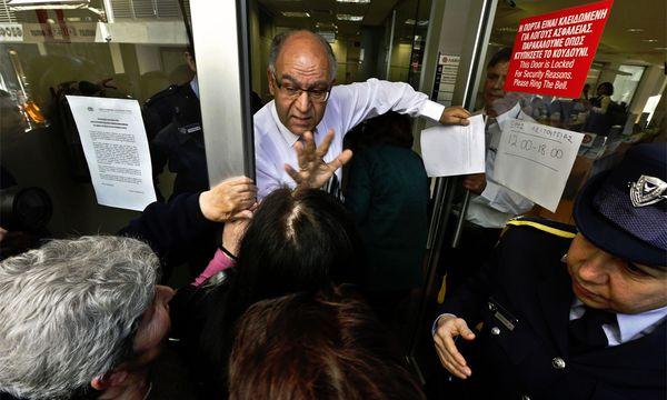 Zyperns Banken haben wieder offen: Bisher ist der erwartete Massenansturm ausgeblieben. / Bild: (c) Reuters (Yannis Behrakis)