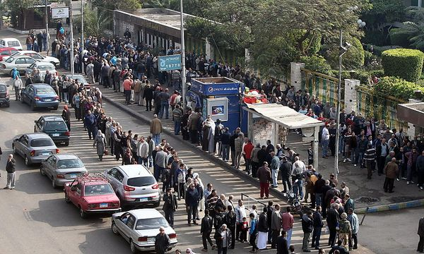 Warteschlange vor dem Wahllokal in Kairo. / Bild: (c) EPA (KHALED ELFIQI)