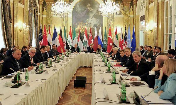 Der Start der Verhandlungen am Freitag im Imperial / Bild: APA/EPA/HERBERT NEUBAUER