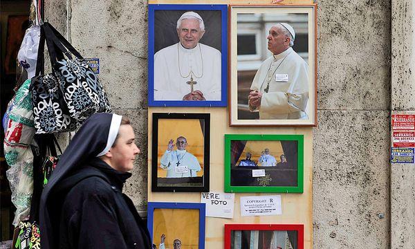 Papst Teufel Franziskus Minenfeld / Bild: REUTERS/Max Rossi