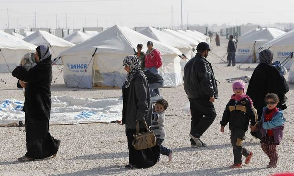 Syrian refugees walk near newly pitched tents at the Al-Zaatari refugee camp in Mafraq / Bild: REUTERS
