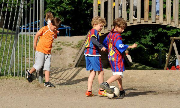 Spielende Kinder / Bild: (c) Clemens Fabry