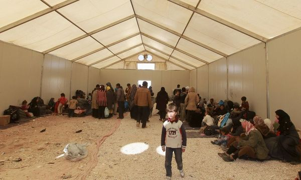 Syrian refugees wait to register their names after their arrival at Al Zaatri refugee camp in Mafraq / Bild: REUTERS