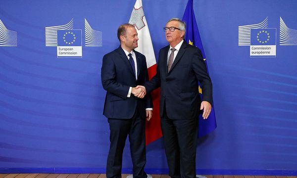 Maltas Premierminister Joseph Muscat wird mit EU-Kommissionspräsident Jean-Claude Juncker im laufenden Halbjahr einiges zum Thema Brexit zu besprechen haben. (Archivbild) / Bild: (c) REUTERS (FRANCOIS LENOIR)