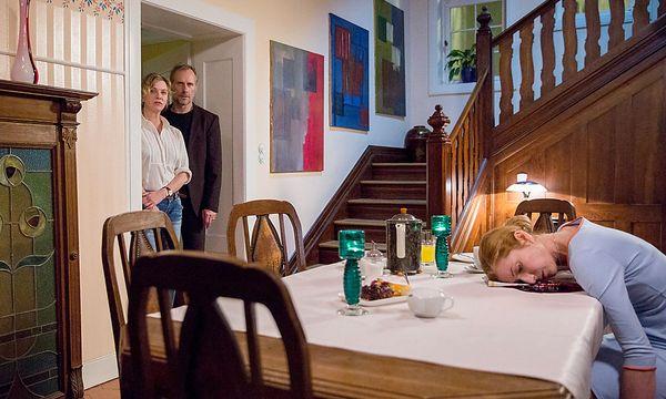 Paul Brix (Wolfram Koch) und Anna Janneke (Margarita Broich) ermitteln in ihrem ersten Mordfall. Am Sonntag auf ORF 2 / Bild: HR/Benjamin Knabe