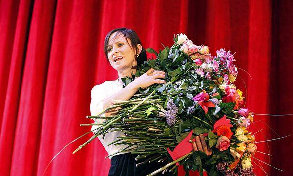 Sophie Rois bekam 2012 den Schauspielerpreis beim Berliner Theatertreffen - und jede Menge Blumen / Bild: (c) imago stock&people (imago stock&people)