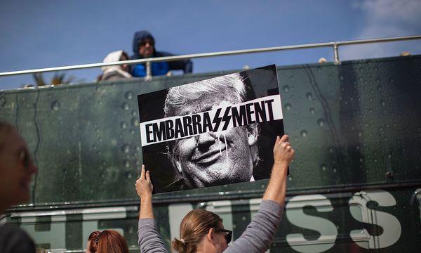 Anti-Trump-Demonstranten. / Bild: APA/AFP/DAVID MCNEW