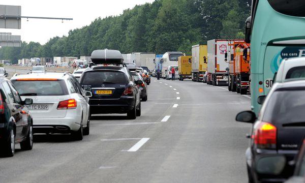 Rettungsgasse / Bild: (c) Die Presse (Clemens Fabry)